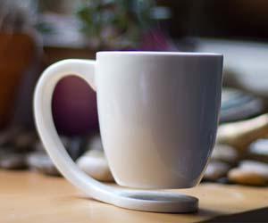 zwevende koffiemok