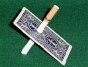 Sigaret door speelkaart